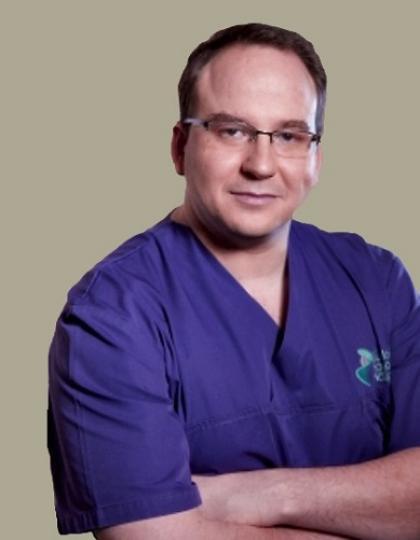 Dr. Sass Tamás - fog- és szájbetegségek szakorvosa, dentoalveolaris szájsebész szakorvos, arc-állcsont szájsebész