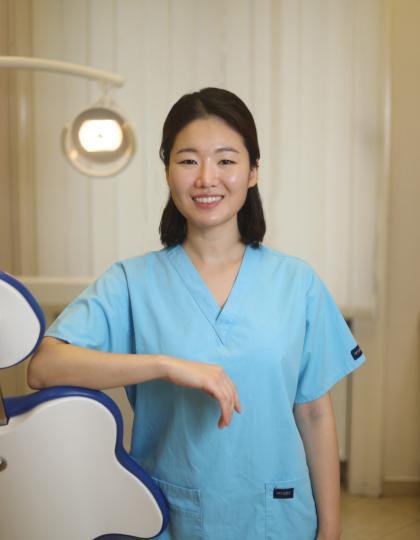 Dr. Sina Choi - Dentist
