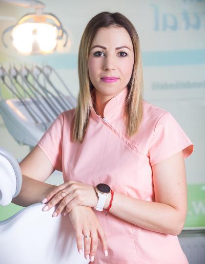 Mihók-Szigeti Andrea - Vezető fogászati asszisztens