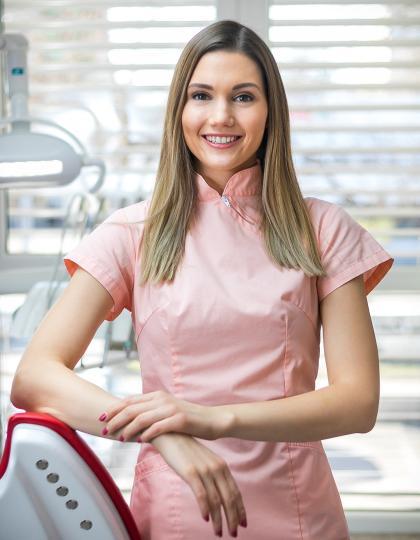 Dr. Ceglédi Laura - Fogorvos